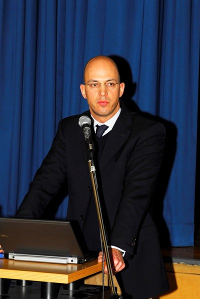 Herr Hellriegel erläutert einen Antrag seiner Kanzlei beim Infrastrukturministerium in Potsdam
